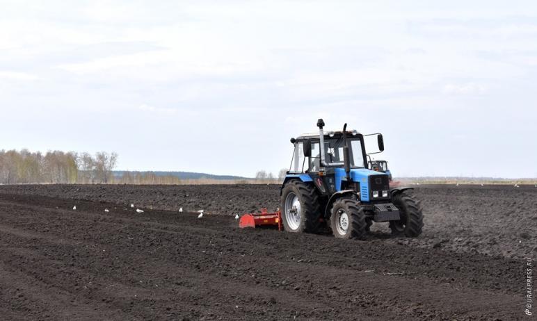 В Челябинской области начались первые работы по задержанию влаги в полях. Это первостепенная зада