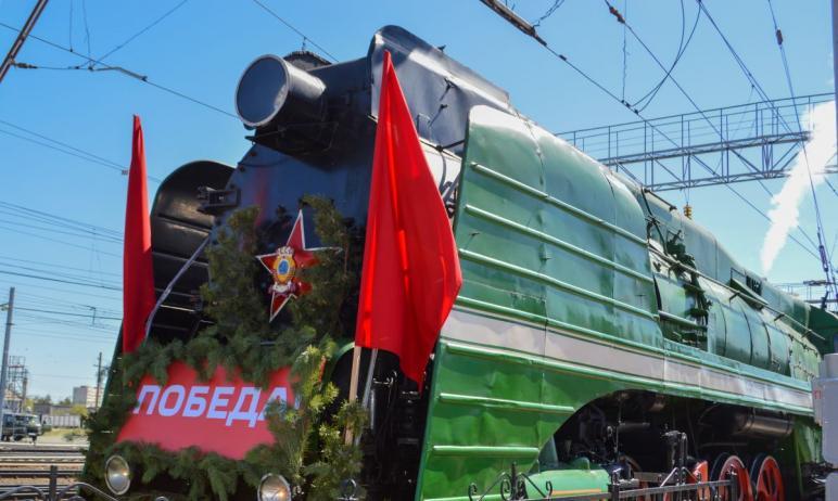 Сегодня, седьмого мая 2021 года, жители и гости Челябинска , который довел на железнодорожную ста