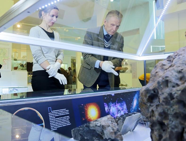 В Исторический музей Южного Урала вернулся похищенный фрагмент упавшего на уральскую землю 15 фев