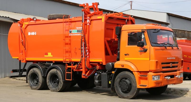 Челябинск все еще испытывает дефицит в водителях категории С, готовых работать на мусоровозах. ОО