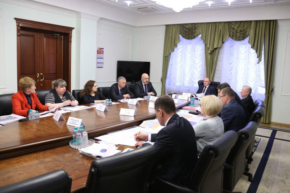 Глава региона уточнил, что правительство области решает комплекс задач в сфере жилищной политики: