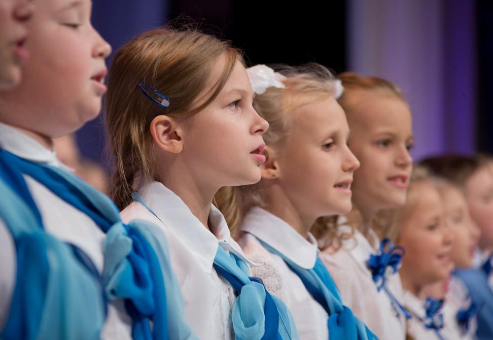 В зале театра «Наш дом» присутствовали почетные гости: губернатор Челябинской области Борис Дубр
