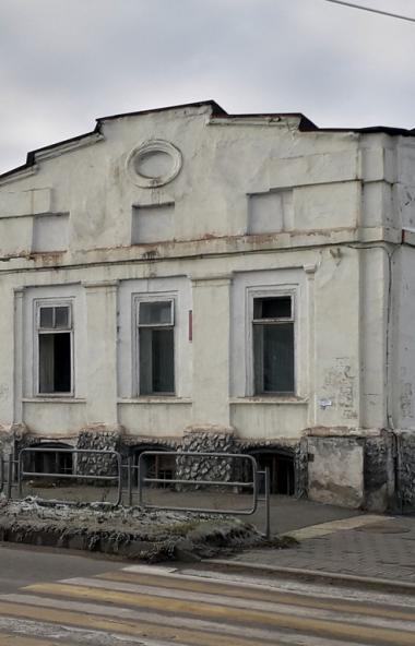 В центре города Троицка (Челябинская область) снесли старинное здание. Данное событие известный ю