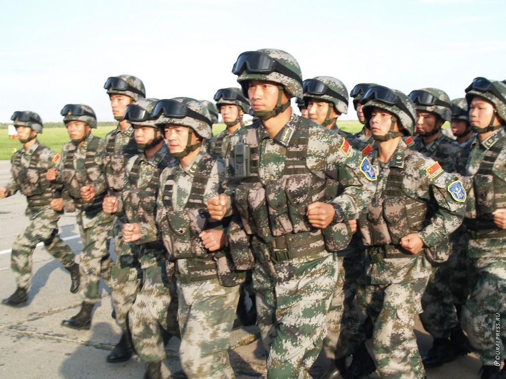 В четверг, 16 августа, группа военнослужащих Китайской народно-освободительной армии в полном сос