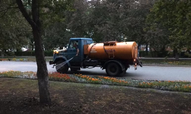 Ежедневно на дороги Челябинска выходит 48 поливочных машин и 20 пылесосов. Об этом сегодня, 21 ию