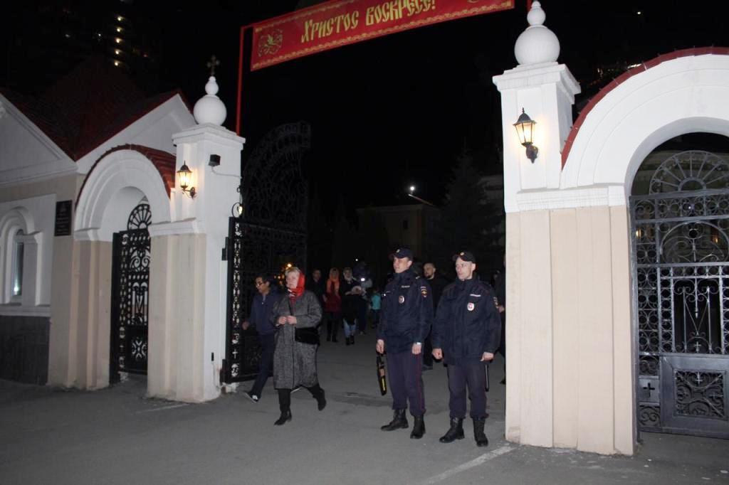 Челябинские полицейские обеспечили охрану общественного правопорядка при проведении пасхальных ме