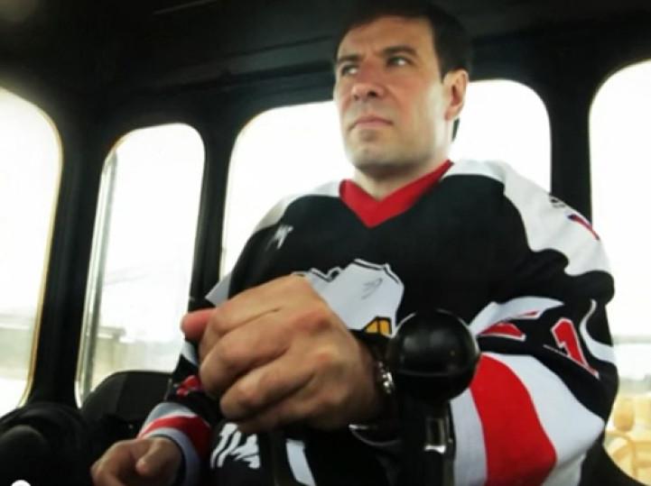 В понедельник, 28 марта, утром Михаил Юревич приехал в региональный исполком партии на серебристо