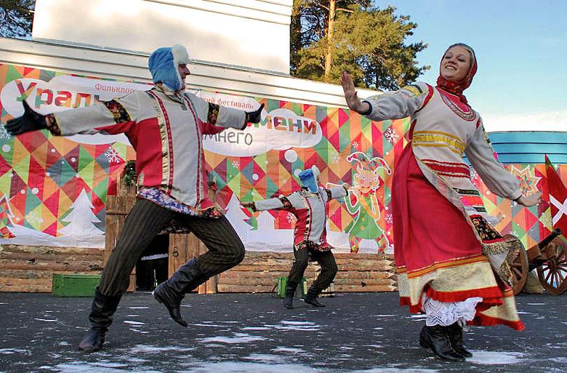 В программе мероприятия – театрализованный парад, выступления фольклорных коллективов, песни, кон