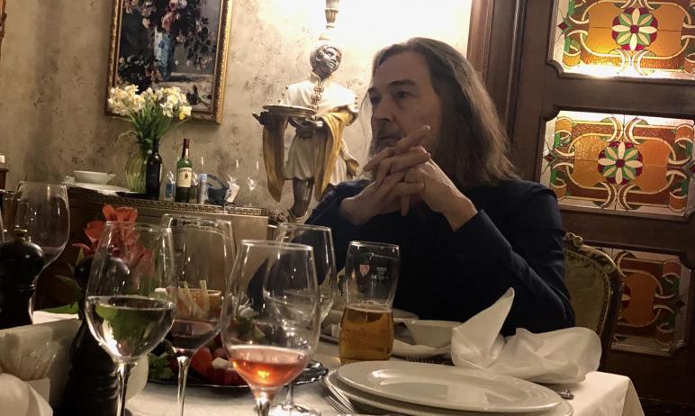 Заслуженный художник России Никас Сафронов вчера, 16 марта, собрал журналистов Челябинска в нефор