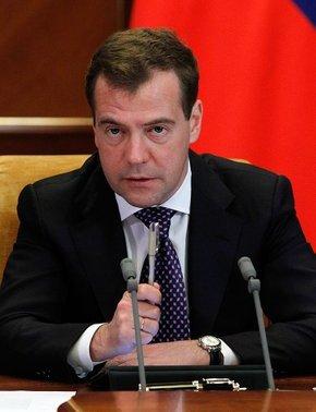 Президент дал поручение министру обороны Анатолию Сердюкову и министру образования и науки Андрею