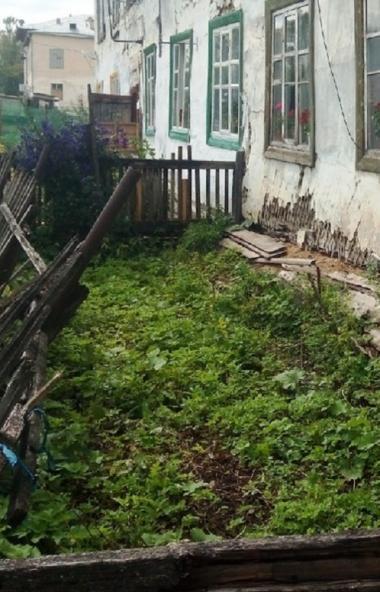 Жители Юрюзани (Челябинская область), чьи дома выглядят как пережившие бомбежку, не дождались пом