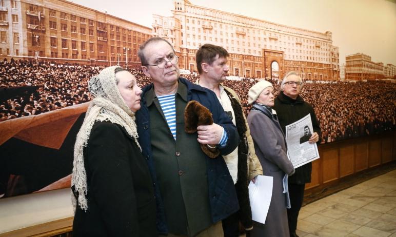 В Челябинске в Камерном театре вчера, 18 февраля, состоялся пресс-показ фотовыставки «Похороны Ио