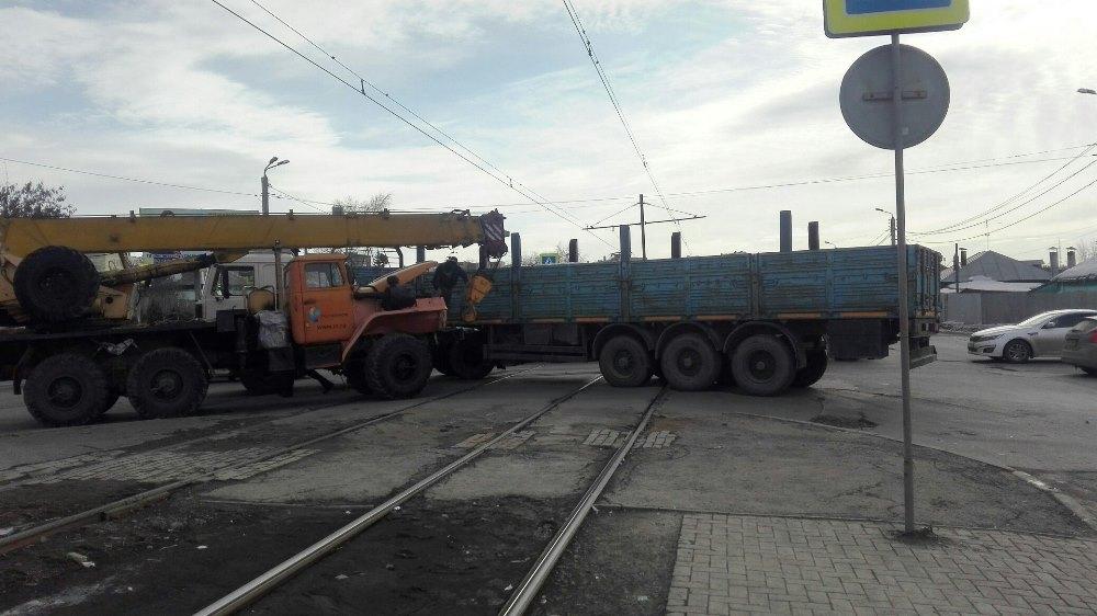 Как сообщается на странице «Подслушано в ГЭТе Челябинск», недалеко от обувной фабрики на улице 2-
