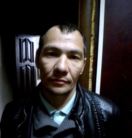 Нападение произошло днем 22 мая на улице Челябинский рабочий. После того, как мужчина сорвал с де