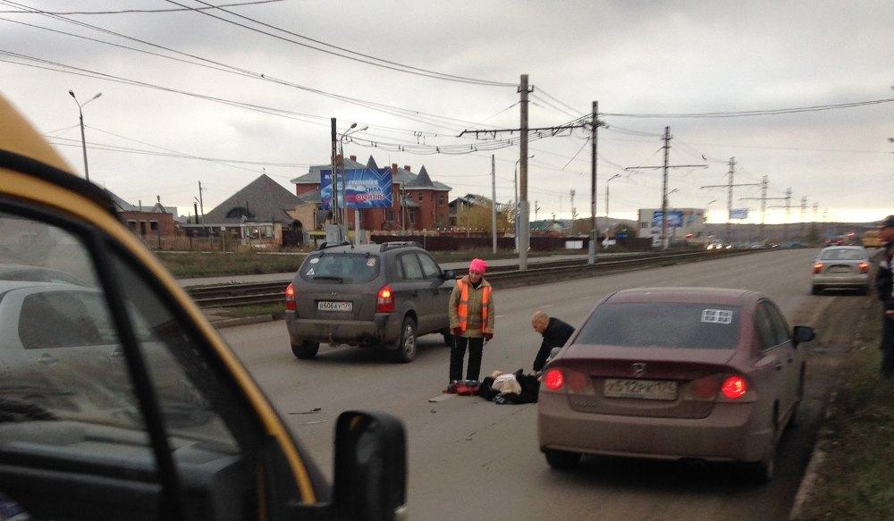 «Сбит пешеход на пешеходном переходе по улице Труда 12, напротив АЗС», - пишут очевидцы