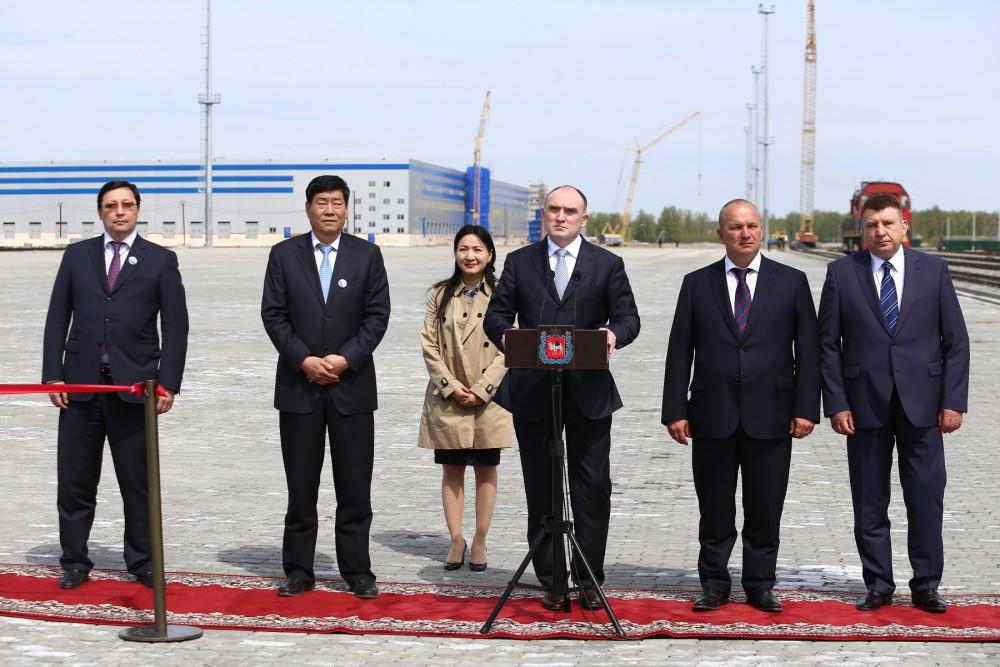 Как сообщает пресс-служба губернатора, вместе с главой региона в торжественной церемонии принял у