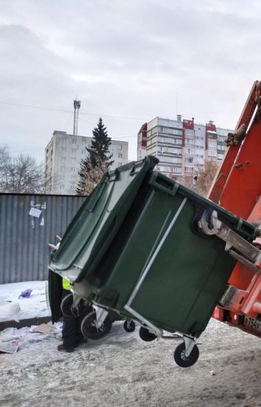 В Челябинске ведется маркировка и установка восьмикубовых мусорных бункеров в частном секторе.