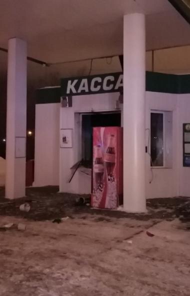 В результате хлопка газовоздушной смеси в Челябинске на АЗС пострадала женщина-оператор. Обстояте