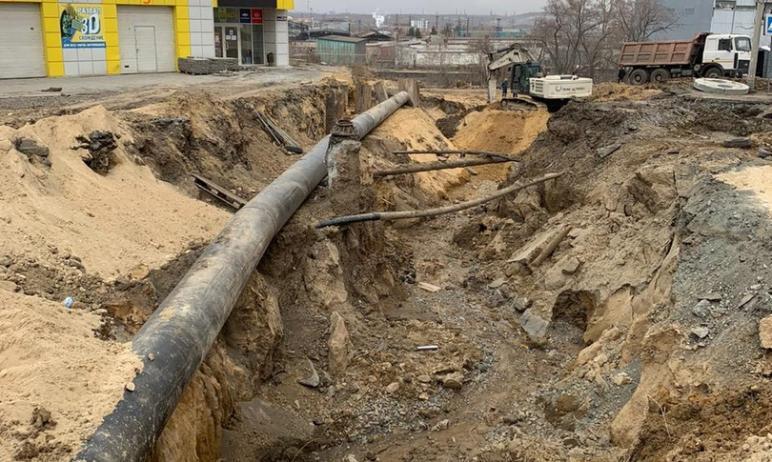 В Челябинске сегодня, 22-го апреля, закончен монтаж и врезка переливного временного коллектора ди