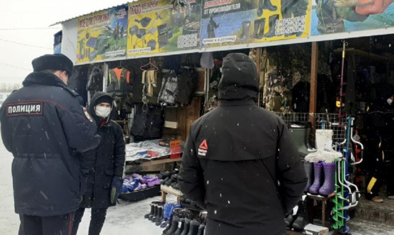 В Челябинске полиция при поддержке ОМОНаРосгвардиипровела проверки на крупных рынках
