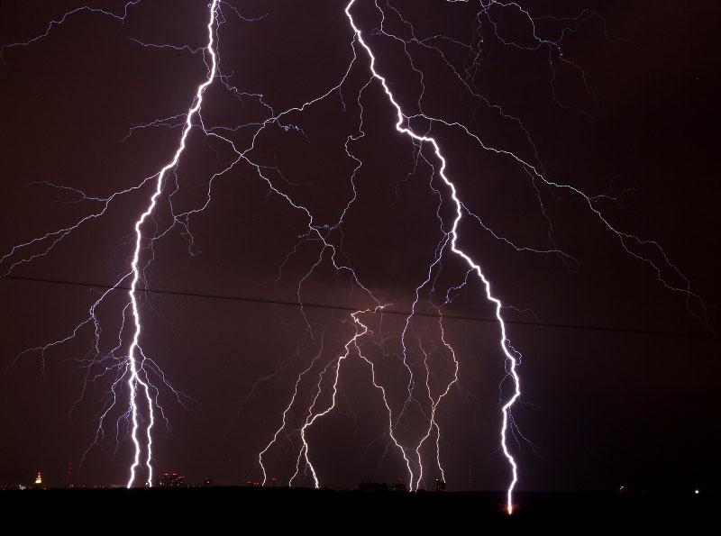 Над ночным Челябинском бушевала гроза. Молнии над городом сверкали в течение трех часов. Я