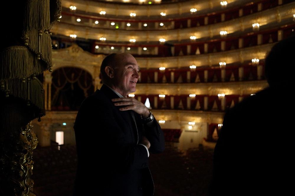 Как рассказал директор челябинского театра оперы и балета Владимир Досаев, в июне 2018 года двое