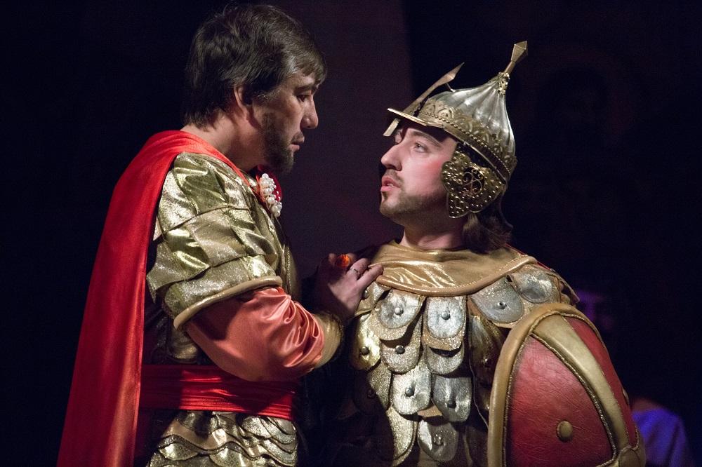 Знаменитая опера «Князь Игорь» занимает особое место в репертуаре театра. Именно с этой постановк