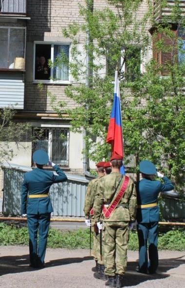 В Челябинске сегодня, восьмого мая, в преддверии Дня Победы были организованы персональные парады