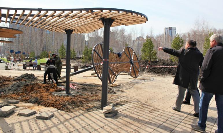 Новый сквер в березовой роще на территории Калининского района Челябинска обещает стать настоящим