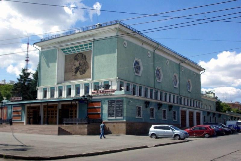 Демонстрации фильмов пройдут на нескольких площадках – в кинотеатрах имени Пушкина, «Знамя», кино