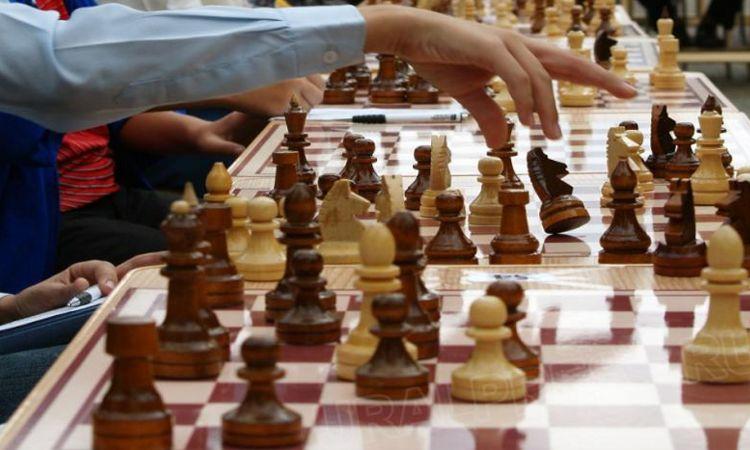 На шахматы, как интеллектуальную игру, развивающую логическое мышление, педагоги делают большую с