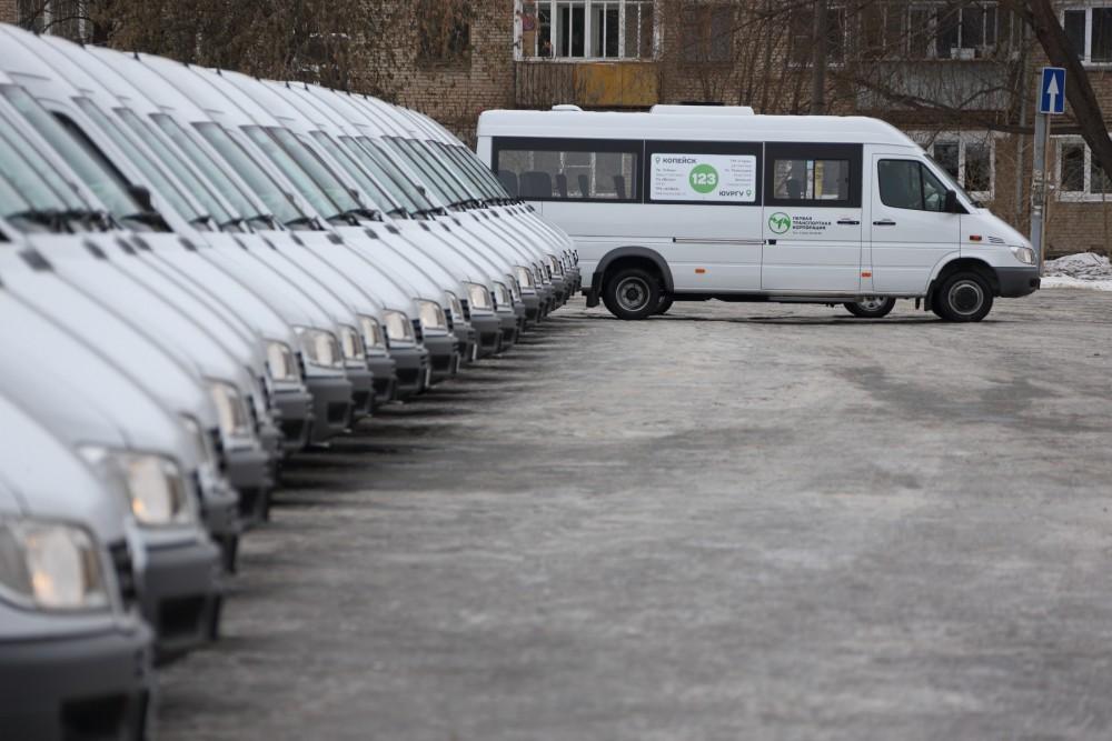 В частности, при составлении списка участников закупки по приобретению микроавтобусов фигурировал