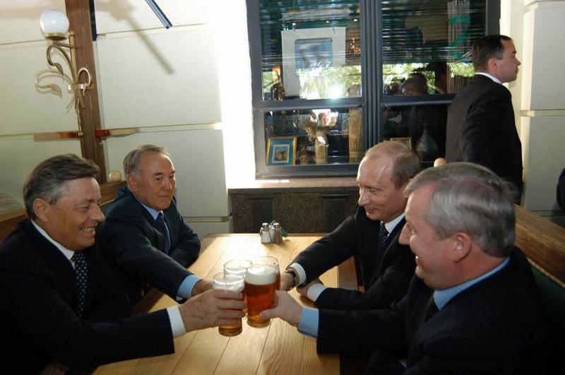 В свой первый совместный визит в регион - в мае 2005 года - Владимир Путин и Нурсултан Назарбаев