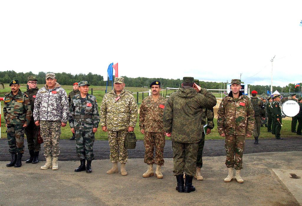 В Челябинской области на военном полигоне под Чебаркулем командующий войсками Центрального военно