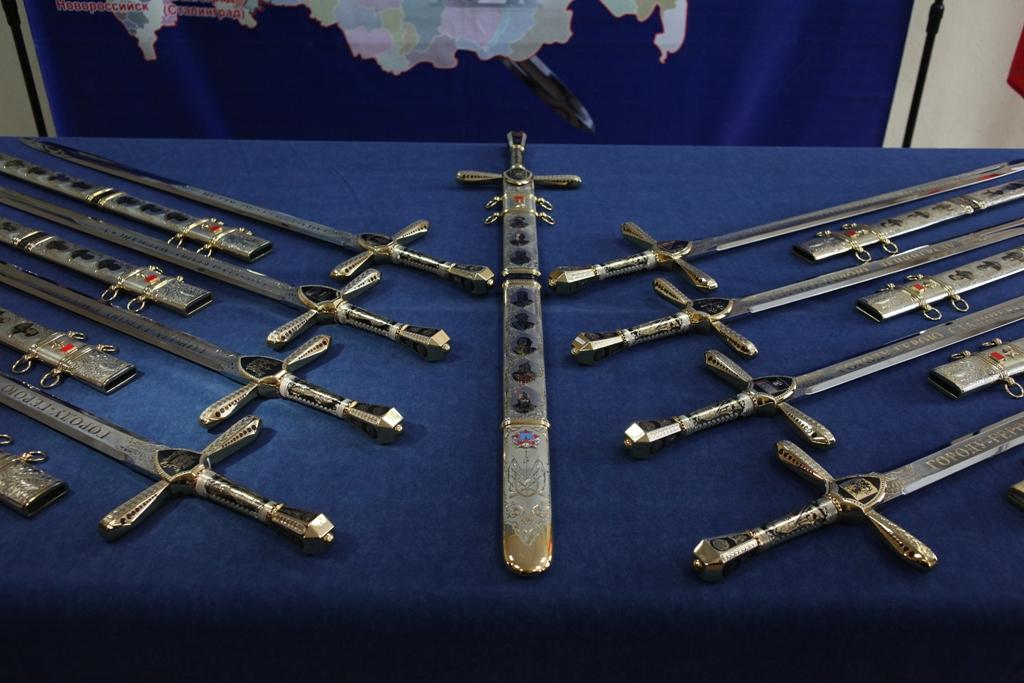 В Туле меч Победы передан в музей оружия. Его разместили в центральной витрине новой постоянной э