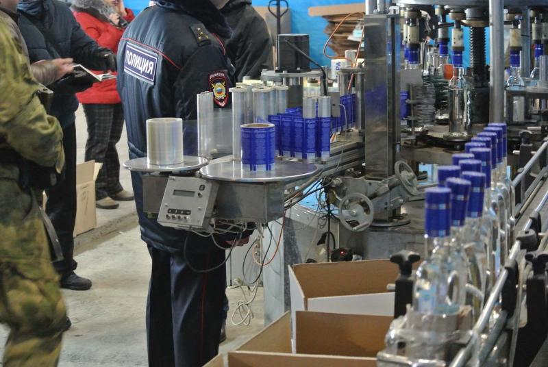 Как сообщили в пресс-службе ГУ МВД, алкоголь производился на двух заводах (по ул. Аджарской и Све