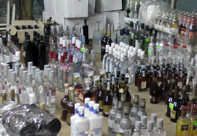 Не дошли до магазинов Челябинска 8000 бутылок контрафактного алкоголя. Немаркированную продукцию