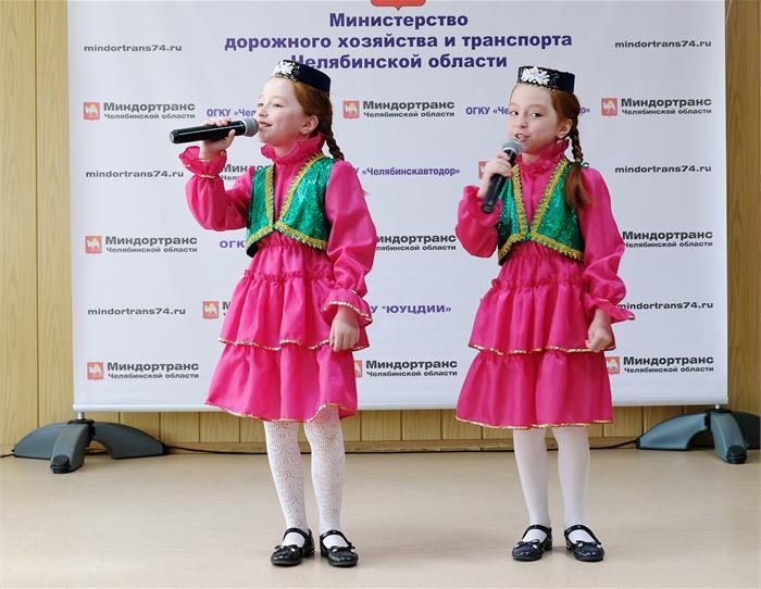 В том числе: ОАО «МДМ-банк» - 1003 вкладчикам на 284,8 миллиона рублей; ОАО «ЧЕЛИНДБАНК» - 821 вк