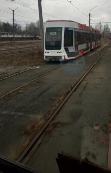 Челябинцы прощаются с трехсекционным трамваем-гармошкой, произведенным на Усть-Катавском вагоност