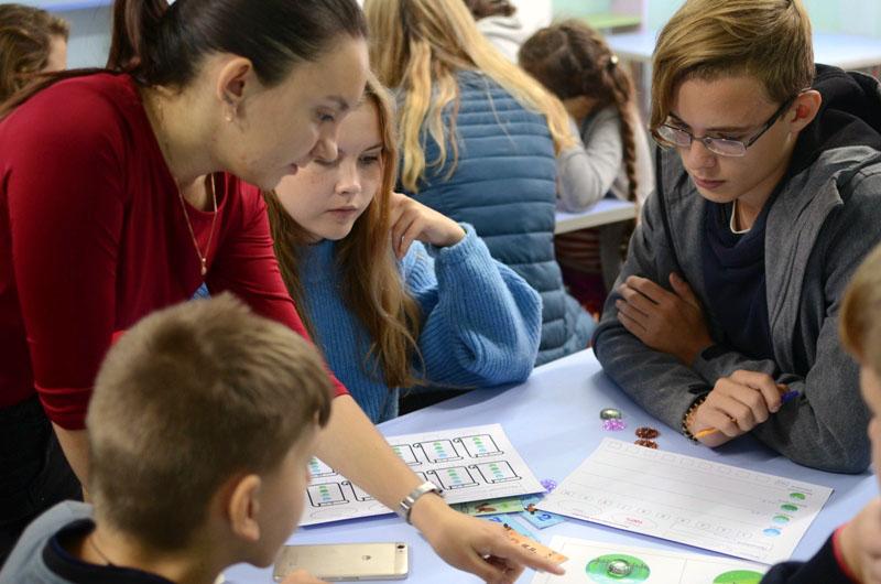 Более двухсот детей, отдыхающих в детских оздоровительных лагерях Челябинского металлургического