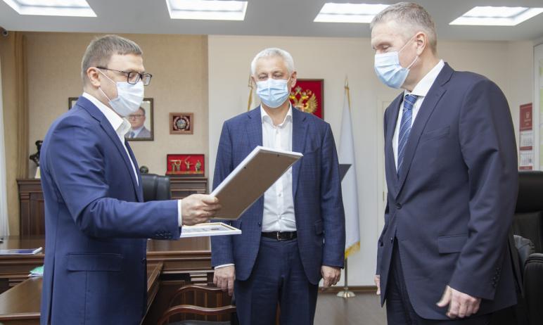 Магнитогорский металлургический комбинат (Челябинская область) и лично председатель совета директ