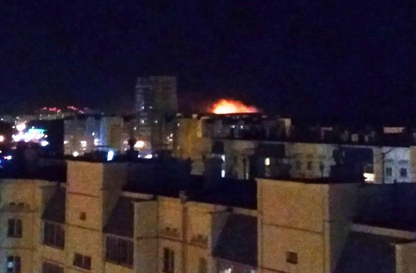 Челябинск накрыло дымом от лесных пожаров. Возгорания сухой травы произошли сразу в нескольких ра