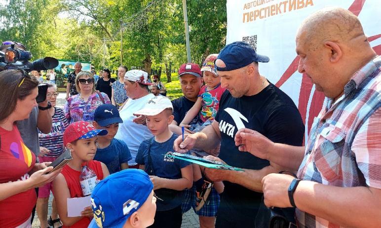 В Челябинске в минувшую субботу, 22-го мая, бодрую, веселую зарядку провел президент региональной