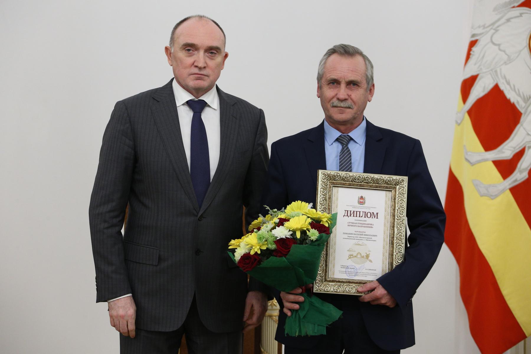 Диплом из рук главы региона получил заместитель директора по производству Магнитогорского птицеко