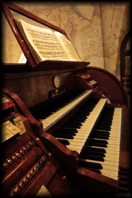 В концерте «У камелька» из цикла «Музыкальная гостиная у белого рояля» прозвучит м