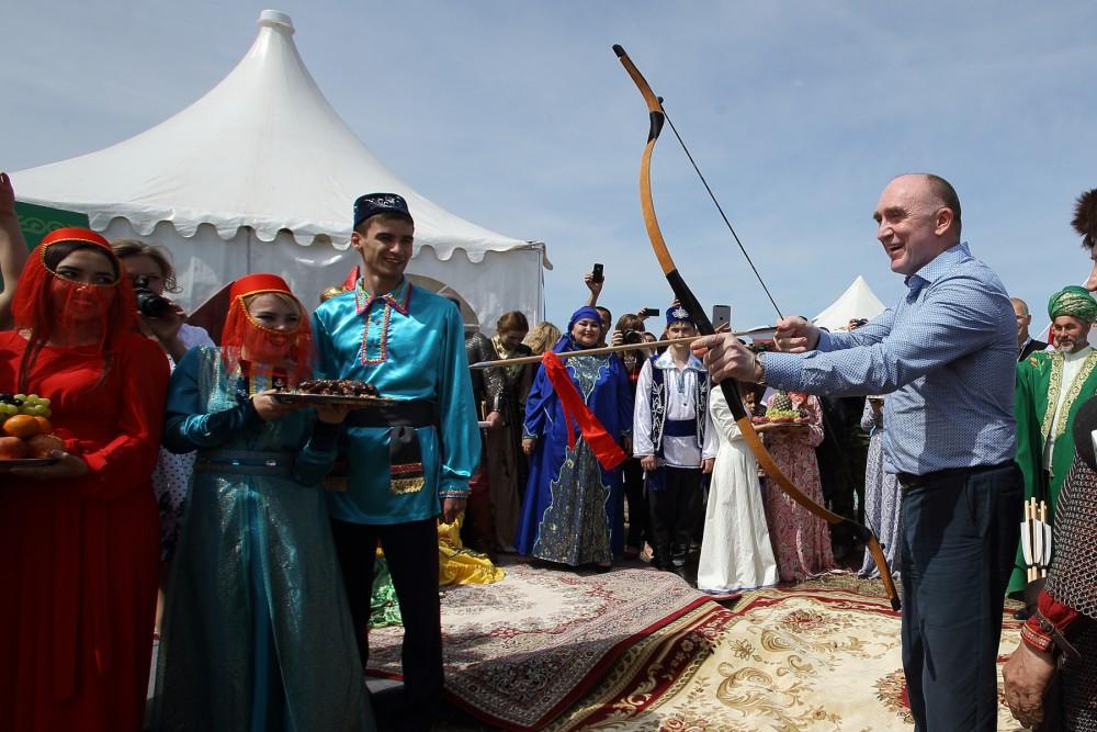 Татарское подворье было первым на праздничном пути высоких гостей. У юрты Конгресса татар почетну