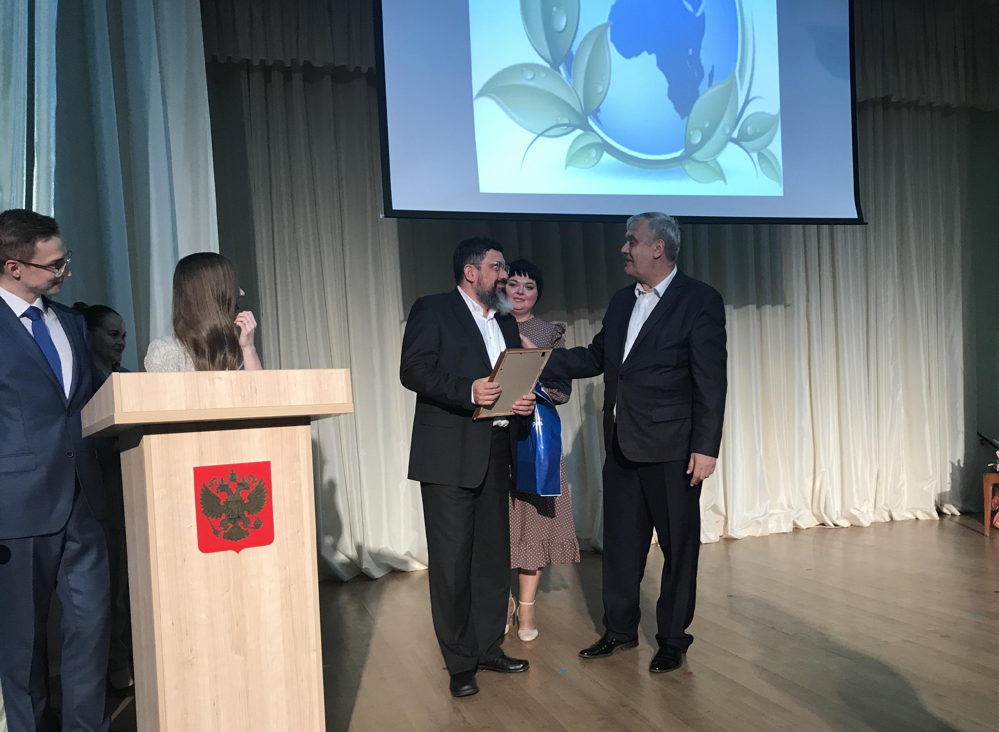 Исполняющий обязанности министра экологии Челябинской области Сергей Лихачев наградил Русскую мед