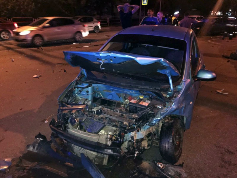 В Челябинске женщина за рулем устроила тройное ДТП. Пострадала сама и уложила еще одного человека