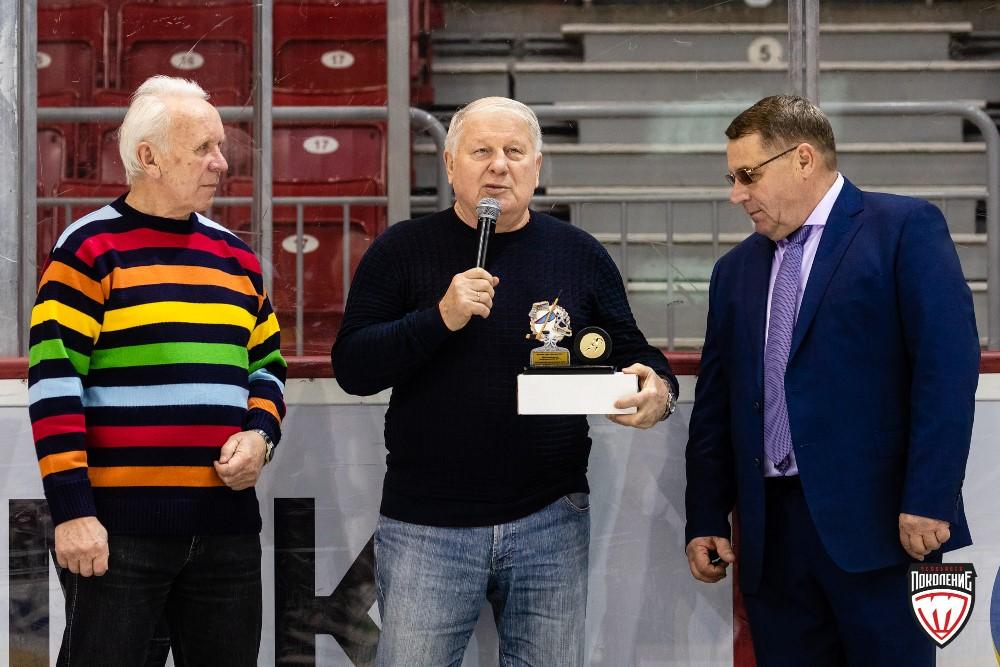 Легендарный челябинский хоккеист Николай Макаров отметил 70-летний юбилей. В день рождения хоккеи
