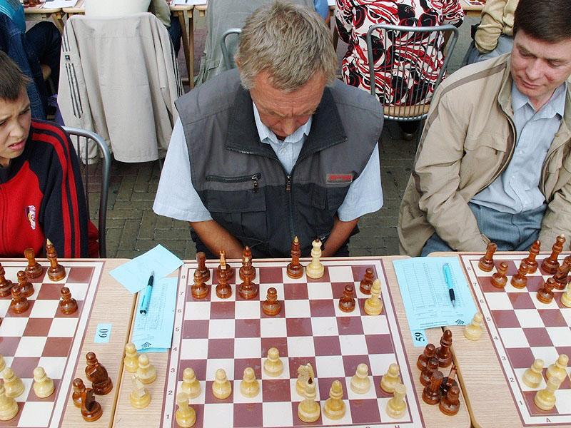 .В рамках фестиваля пройдут два шахматных турнира – открытый, в котором могут соревноваться и муж